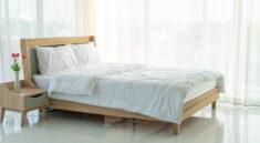 łóżko tapicerowane czy drewniane - aranżacja